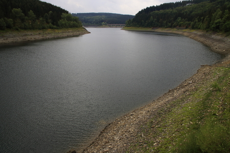 Okerstausee near Goslar in the Harz. The reservoir has little water in the summer of 2018 after a long drought. Standard-Bild - 107788236
