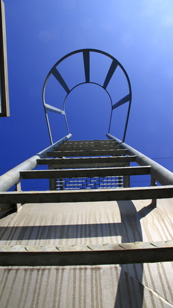 View from below of a ladder with safety bar. The look Symbolizes the ascent with certainty. Reklamní fotografie