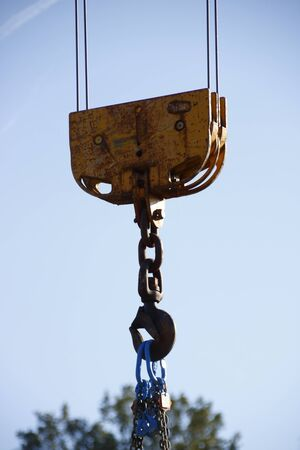 Hook on a construction crane, for taking heavy weights with a chain Stockfoto