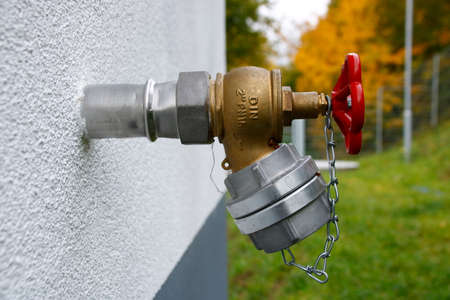 Water connection with C-coupling on a house wall