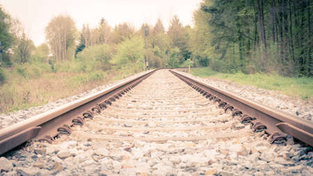 Railroad Tracks Trough The Forest With A Curve At The End Stockfoto