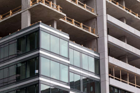 construction of new luxury condominium towers downtown Montreal, Canada. Imagens