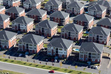 Aerial view of a condominum complexe in a surburb city near Montreal, Canada. Imagens