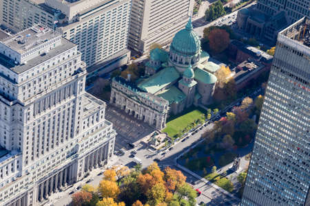 Aerial view over downtown Montreal and famed Queen Mary of the World cathedral on a sunny autumn day, Canada Imagens
