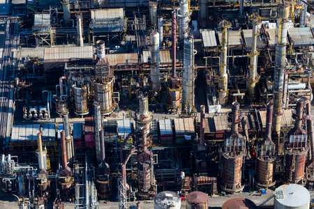 Aerial view of an oil & gas refinery. Petrochemical plant, Canada. Imagens