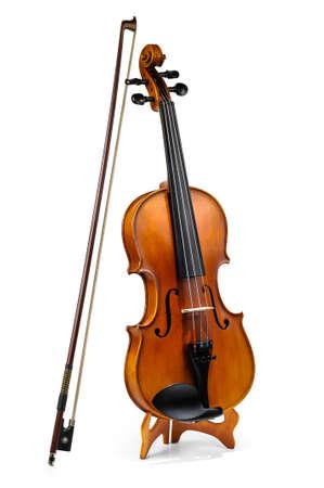 Viool en viool stok op wit wordt geïsoleerd