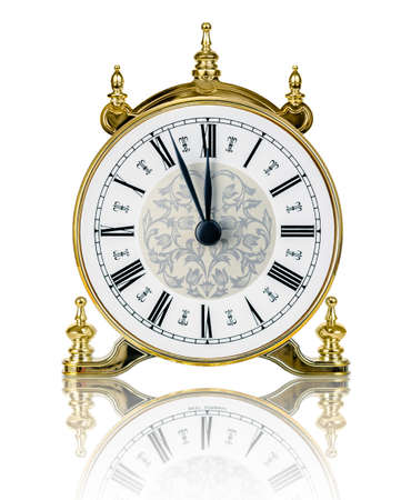 reloj antiguo: Reloj clásico casi a las doce aislados en fondo blanco