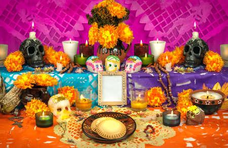 Traditionele Mexicaanse Dag van de doden altaar met suiker schedels