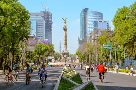 Mexico City, Mexico, February 3, 2014 – Sunday´s bikers at The Angel in Mexico City 에디토리얼