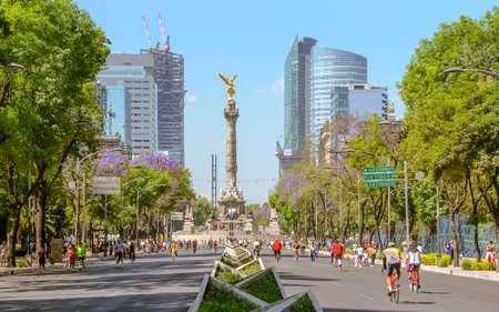 angel de la independencia: Ciudad de México, México, 03 de febrero 2014 Domingos moteros The Angel en Ciudad de México Editorial