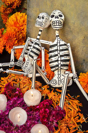 Traditional mexican Day of the dead altar with skeletons and candles Imagens