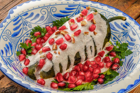 Chiles en nogada, a dish from Mexican cuisine 스톡 콘텐츠