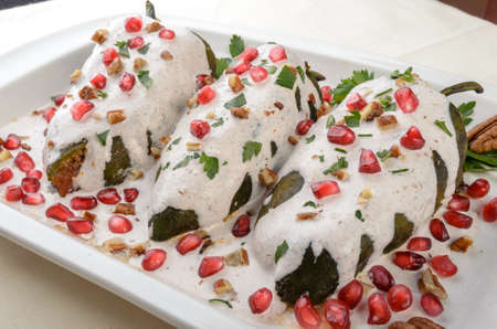 Chiles en nogada、メキシコ料理から一品