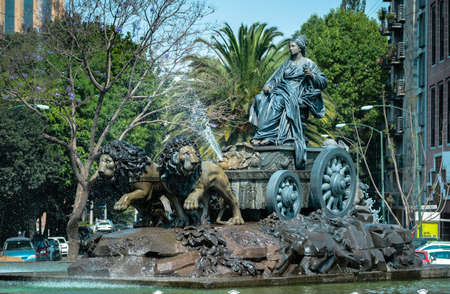 CIUDAD DE MEXICO / MEXICO - MARCH 2 2014: Cibeles fountain bronze replica in Colonia Roma, Mexico City. Symbol of brotherhood between the Spanish and Mexican communities, installed in 1980. Imagens - 63862541