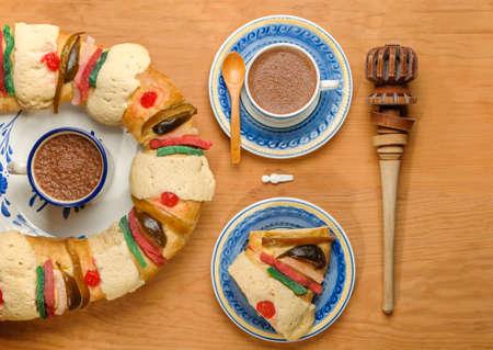 주현절 케이크, 왕의 케이크, Roscon de reyes 또는 Rosca de reyes 스톡 콘텐츠