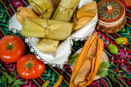 Tamales, Mexican dish made with corn dough, chicken and chili, wrapped with a corn leaf Standard-Bild