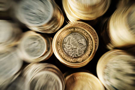 Zoom in to Mexican peso coin stacked on the eagle face side Foto de archivo - 107314057