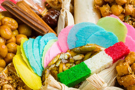 Dulces artesanales mexicanos producidos a mano utilizando la artesanía tradicional.