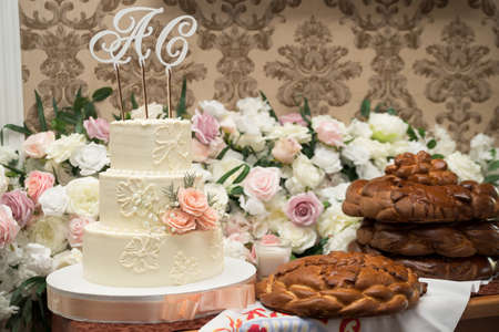 Luxurious wedding cake for a large family