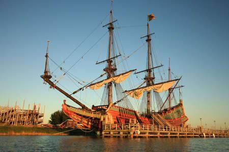 Batavia – historic galleon from Netherlands by sunset. Old ship. Lelystad, Flevoland. 版權商用圖片 - 3738310