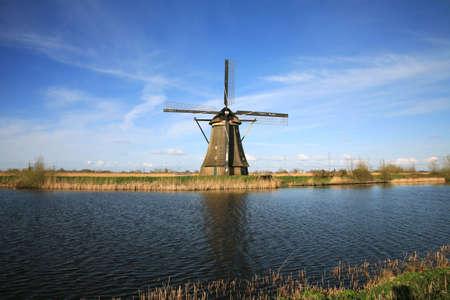 Traditional Dutch pumps - old windmills in Kinderdijk, Netherlands Banque d'images