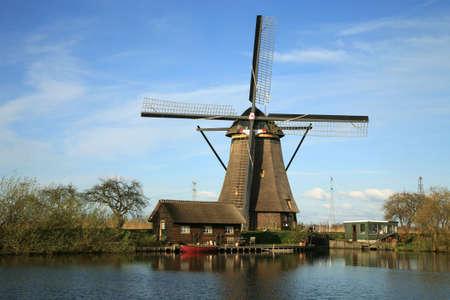Traditional Dutch pumps - old windmills in Kinderdijk, Netherlands 版權商用圖片