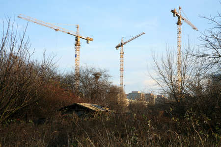 seizing: Construction site on suburb. Expansion of the civilization. Proliferation of the city. Threat to the natural environment .