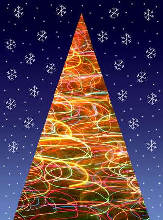 De corte de papel - el �rbol de Navidad con l�mpara de luz difusa y los copos de nieve sobre fondo azul oscuro. Foto de archivo - 5257429