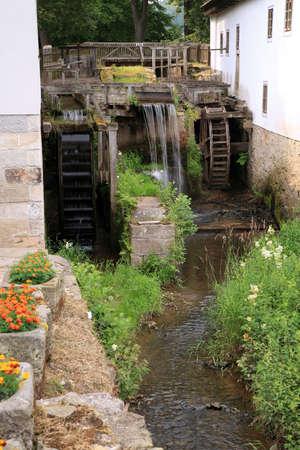 molino de agua: Antiguo molino de agua de madera - molino de agua hist�rico