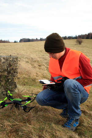 A young drone operator is testing new equipment. Banque d'images