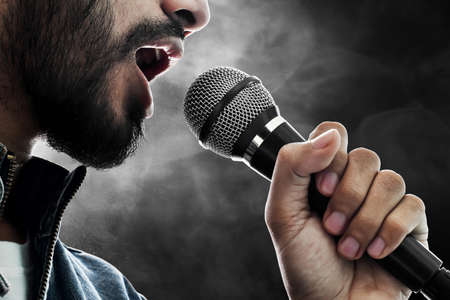 Close up singer singing with microphone Imagens