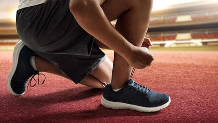 Man tying running shoes 版權商用圖片