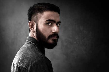 Retrato de hombre guapo con barba Foto de archivo