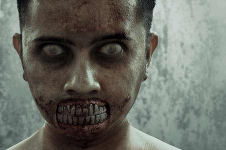 Hombre zombie aterrador, tema de halloween