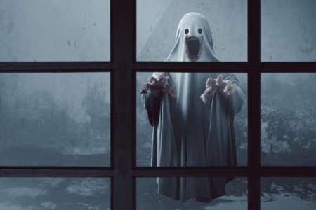 Fantasma aterrador en casa embrujada