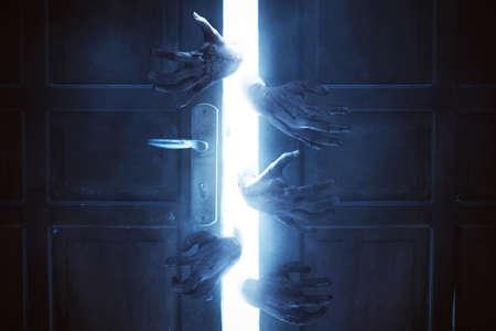 Blutige Zombiehände, Halooween-Thema Standard-Bild