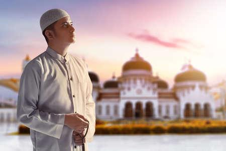 Portrait of young arab man at Baiturrahman Grand Mosque, Banda Aceh, Indonesia 免版税图像