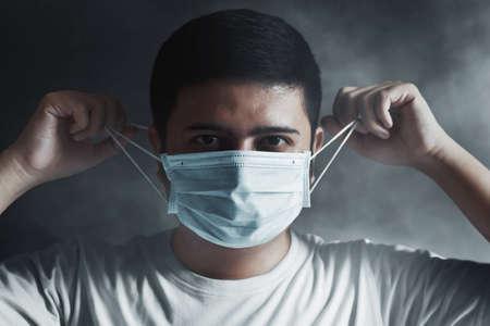 Man wearing medical face mask 免版税图像