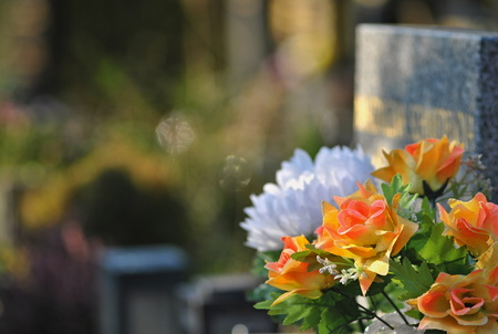grieve: Flowers on a grave Stock Photo