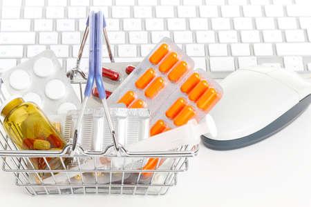 drogadiccion: Departamento de la farmacia en l�nea, en l�nea farmacia s Foto de archivo