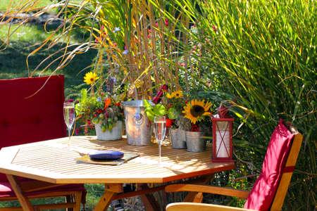 bassin jardin: Automne � l'�tang de jardin Banque d'images