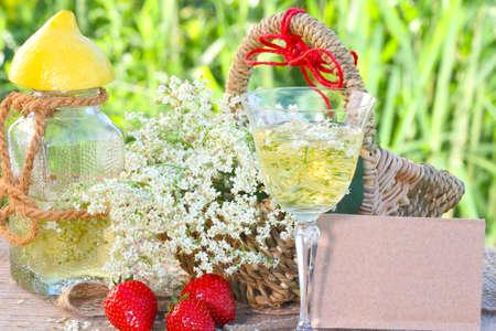 hugo: Elderflower drink and strawberries