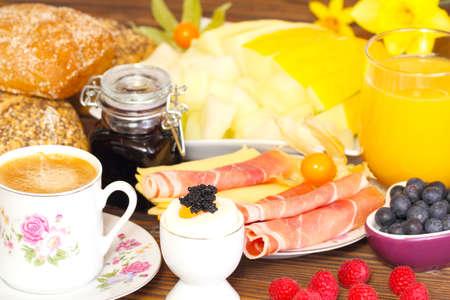 設定を朝食、朝食のテーブル 写真素材