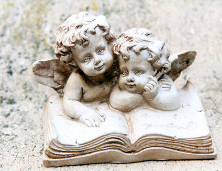 intend: Grave angel before grave stone