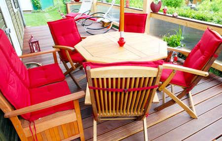 Gemütliche Terrasse Standard-Bild - 21897815