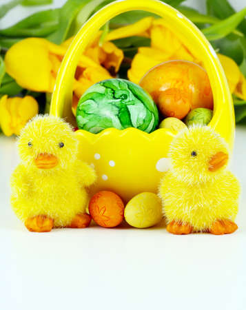 Easter decoration with yellow tulips Imagens