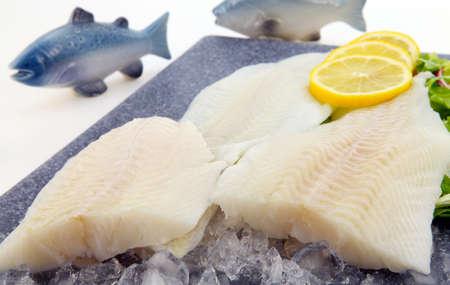 filete de pescado: Filete de pescado fresco Foto de archivo