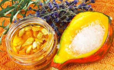 ラベンダー、カボチャ、海塩 - 自然化粧品