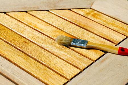 muebles de madera: Hacer hincapié en la mesa de madera con la mitad del aceite