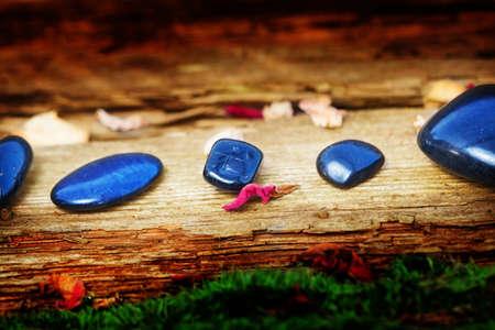 esoterismo: Piedras curativas en la madera vieja